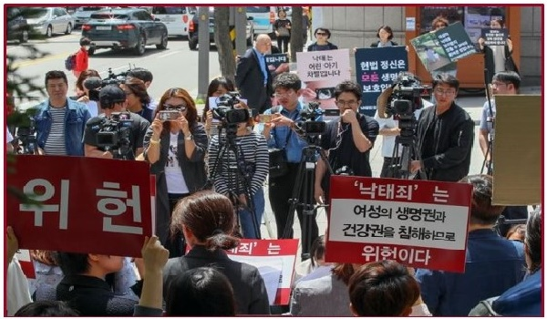 SOUTH KOREA – Women's right groups urge Constitutional Court to acquit doctor and reform abortion law